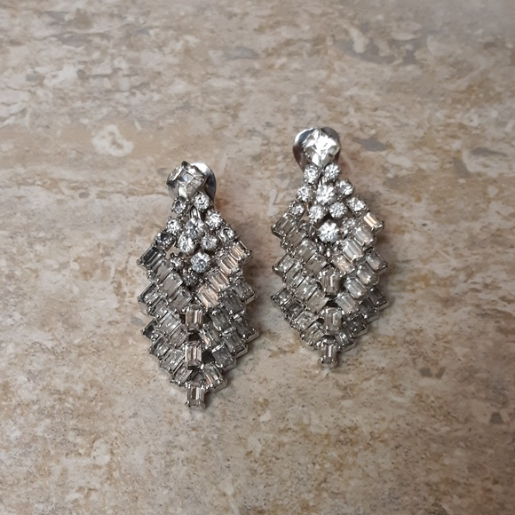 Jewelry - VTG Crystal Diamond And Silver Earrings